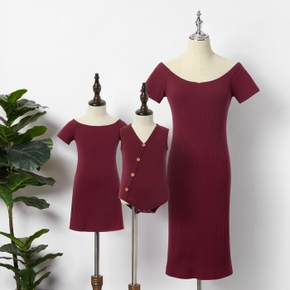 Solid Short-sleeve Matching Claret-red Midi Dresses