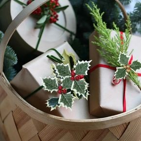 5-pack Christmas Simulation Small Red Fruit Green Leaves Christmas tree garland accessories Branch Gift Box Decoration Christmas Decoration
